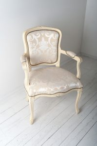Stühle neu beziehen lassen Kosten